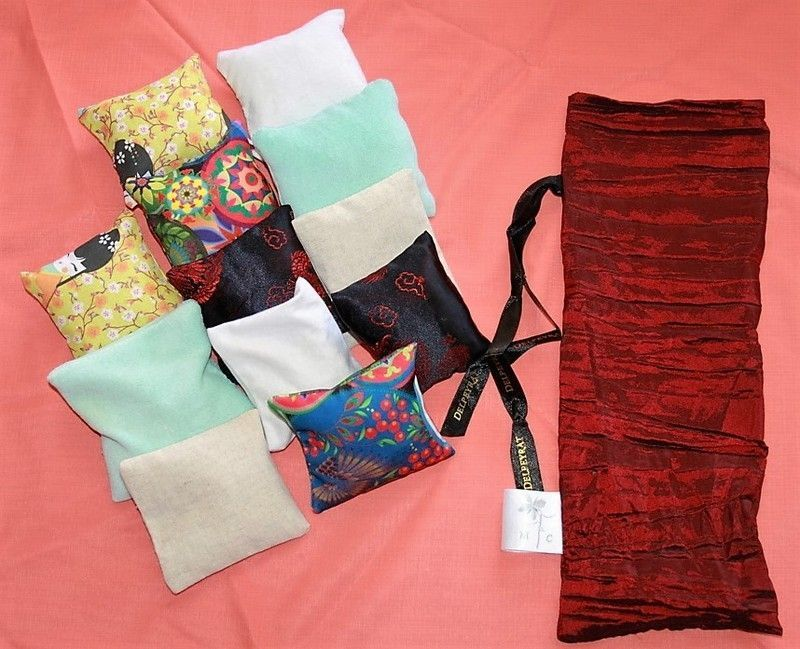 outil type montessori coussins sensoriels. Black Bedroom Furniture Sets. Home Design Ideas